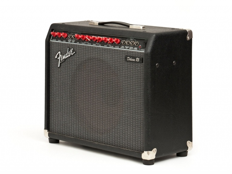 FENDER DELUXE 85 SOLID STATE AMPLIFIER
